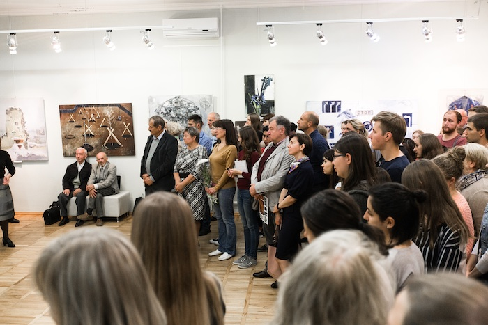 people-in-solo-exhibition